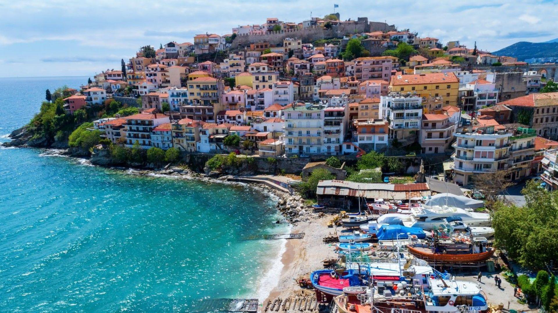 Българи и турци си харесаха Кавала за почивките си