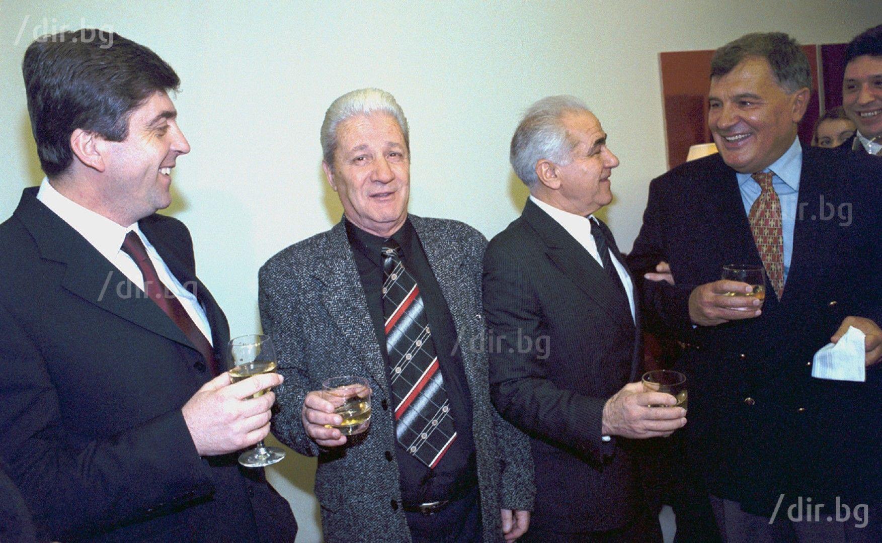 С футболните легенди Иван Колев и Гацо Стоянов, и президента Георги Първанов. Снимка: ИВАН ГРИГОРОВ