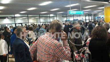 Опашки задръстиха Терминал 2 на Летище София