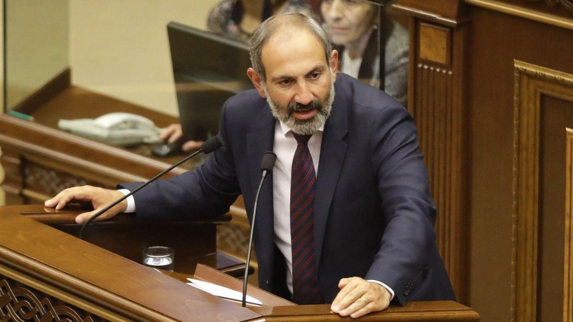 """Започна гражданско неподчинение и """"политическо цунами"""" в Армения"""