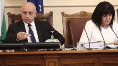 Зам.-шефът на парламента Емил Христов помогнал на чужденци при тежка катастрофа