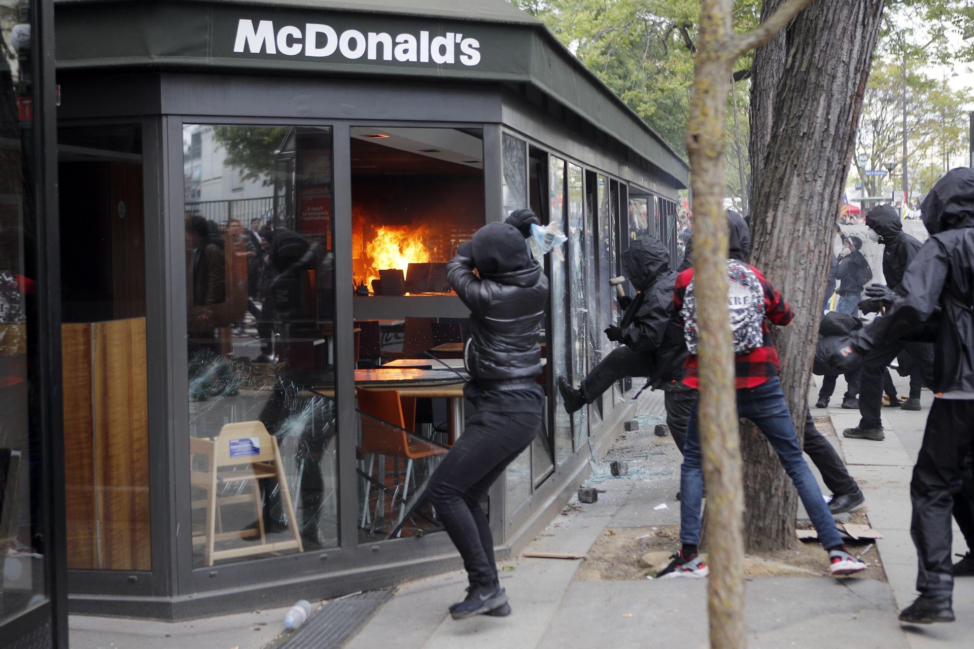 Първомайските безредици в Париж