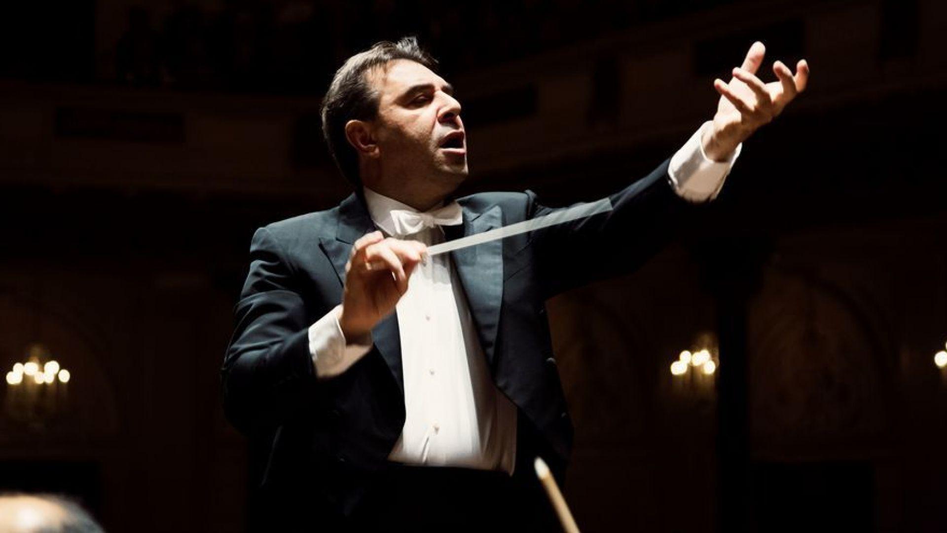 Уволниха главния диригент на Кралския оркестър на Амстердам заради обвинения в сексуално посегателство