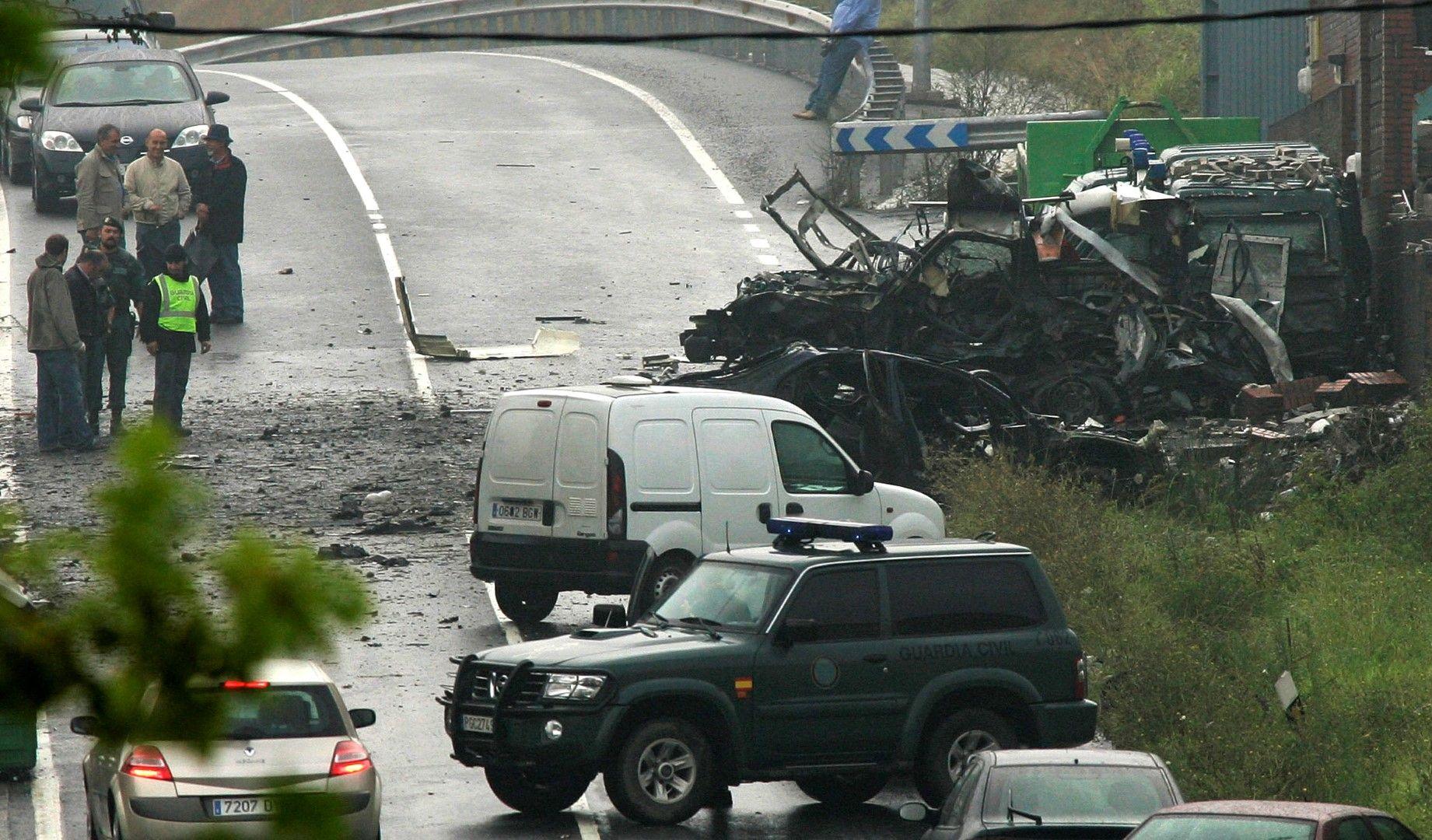 Кола бомба се взривява пред полицейски участък в град Дуранго през 2007 г.