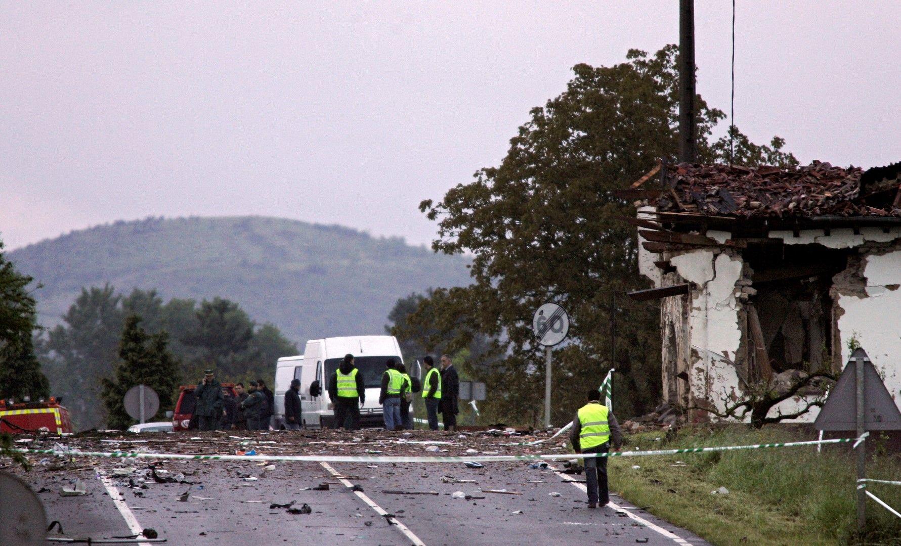 Бомбата  до казармата на испанската Цивилна гвардия в град Легутиано през 2008 г.