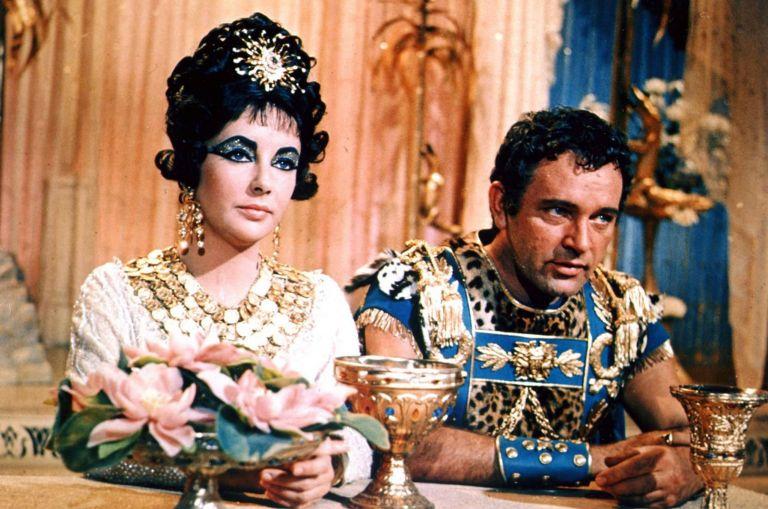 """Елизабет Тейлър и Ричард Бъртън в филма """"Клеопатра"""" (1963)"""