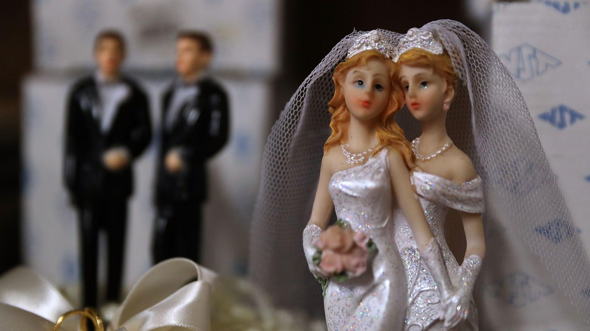 Скандал в Гърция заради еднополови двойки за приемни родители