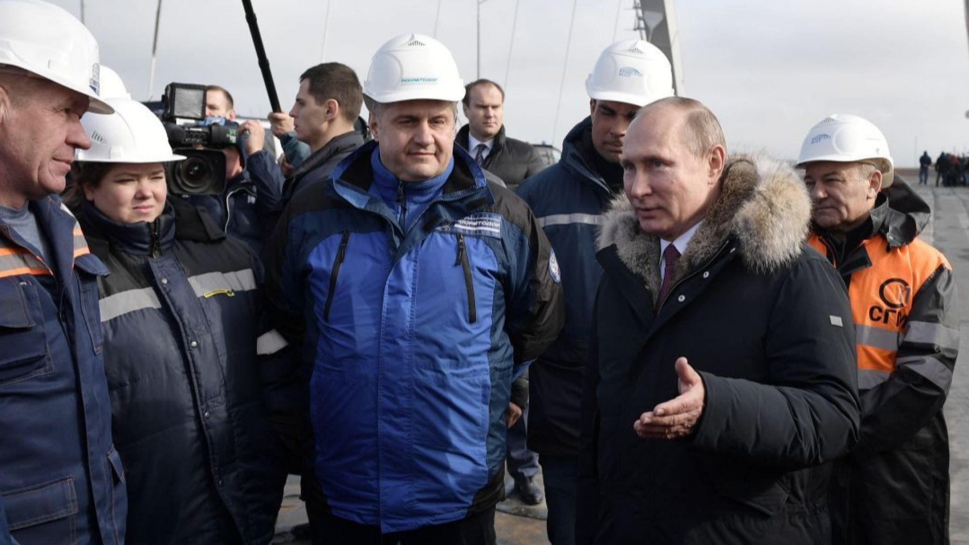 Разследват 7 холандски фирми за мостовете в Крим