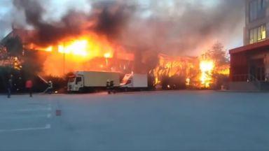 Голям пожар гори в склад на известна фирма в София (обновена)