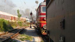 8 случая за 12 дни: Хвърлят камъни по влаковете