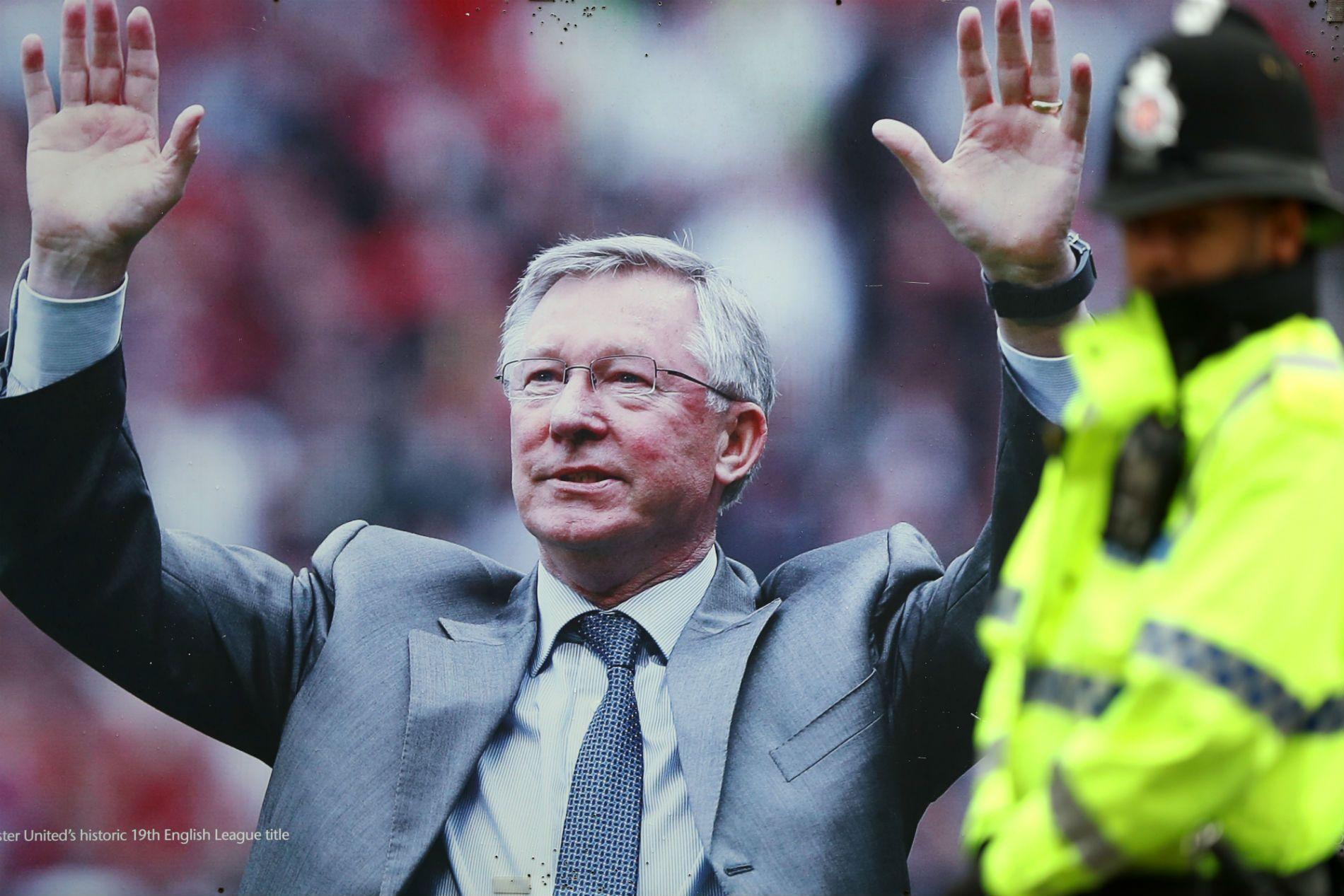 2. Алекс Фъргюсън - човекът, който олицетворява успехът на Манчестър Юнайтед и превръщането му в един от най-великите клубове. Прекарва 26 години в тима, печели 38 трофея. Преди това извежда шотландския Абърдийн до европейска слава.