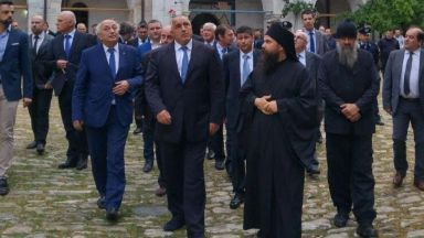 Борисов участва в литургията в Зографския манастир в Атон