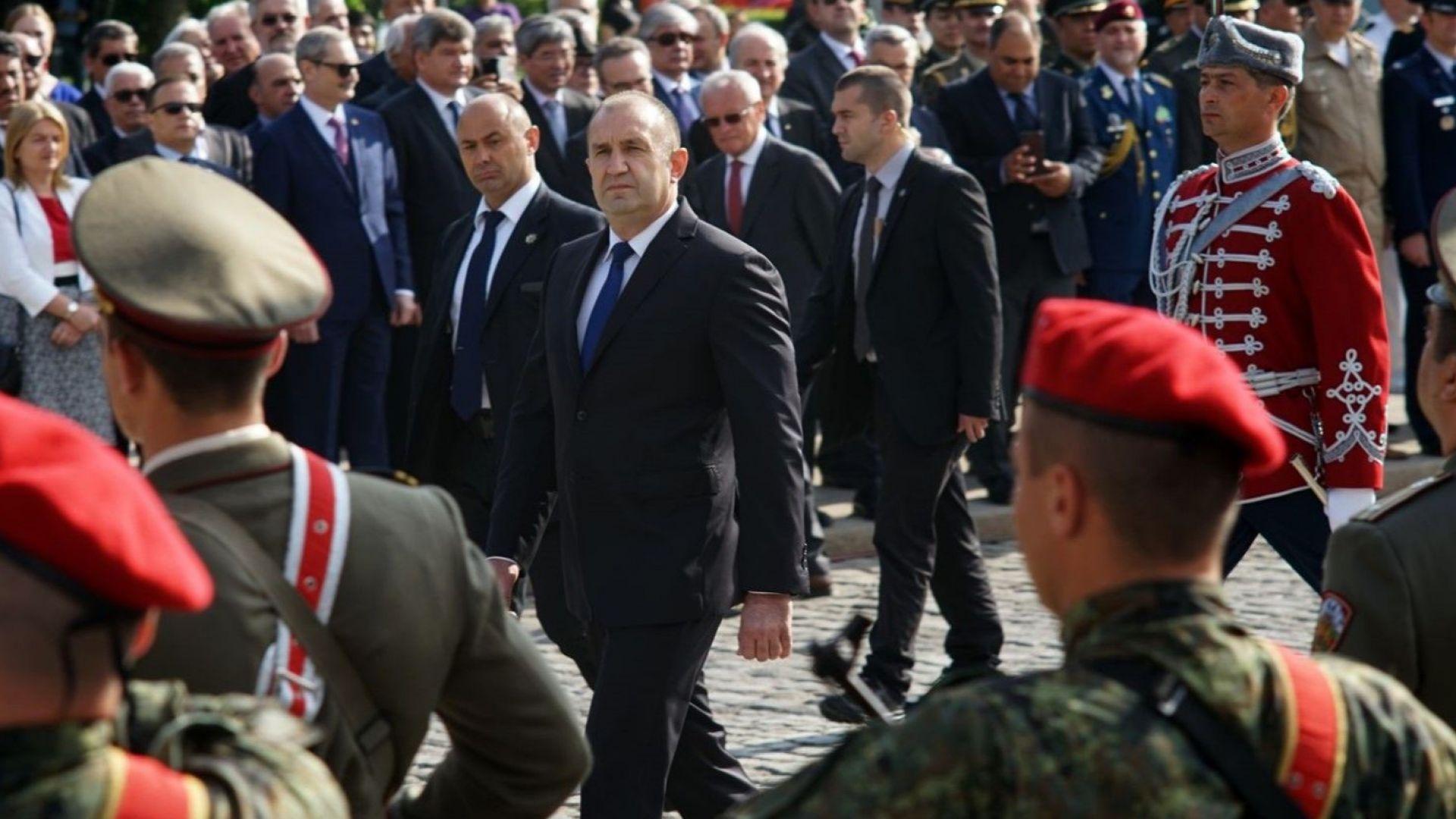 Президентът прие почетния строй на гвардейците