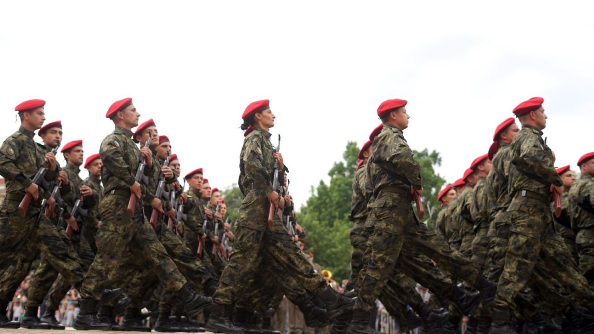 С военен парад в София беше отбелязан Денят на храбростта