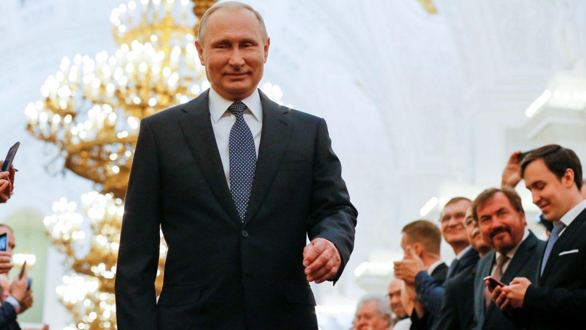 Путин официално пое четвъртия мандат, Медведев пак ще е премиер