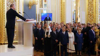 Путин се ръкува в Кремъл само с трима, ето кои