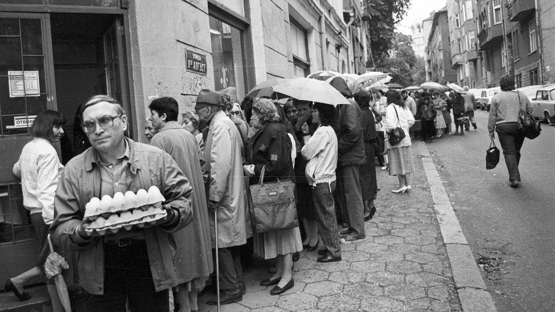 През 1991 г. за повечето хора няколко хляба също се оказват истинско богатство. Снимка: Иван Григоров/Dir.bg