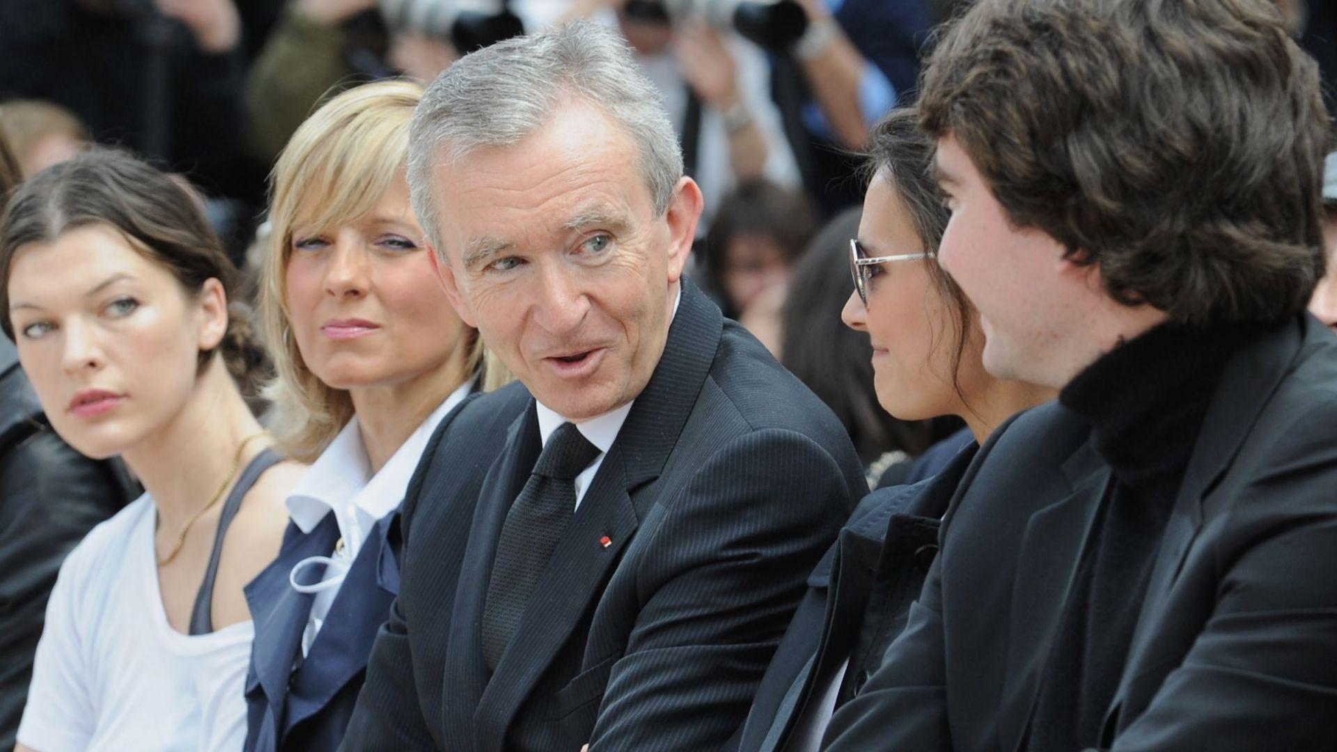През 2017-а Бернар Арно придоби пълния контрол над Christian Dior срещу 12,10 млрд. евро