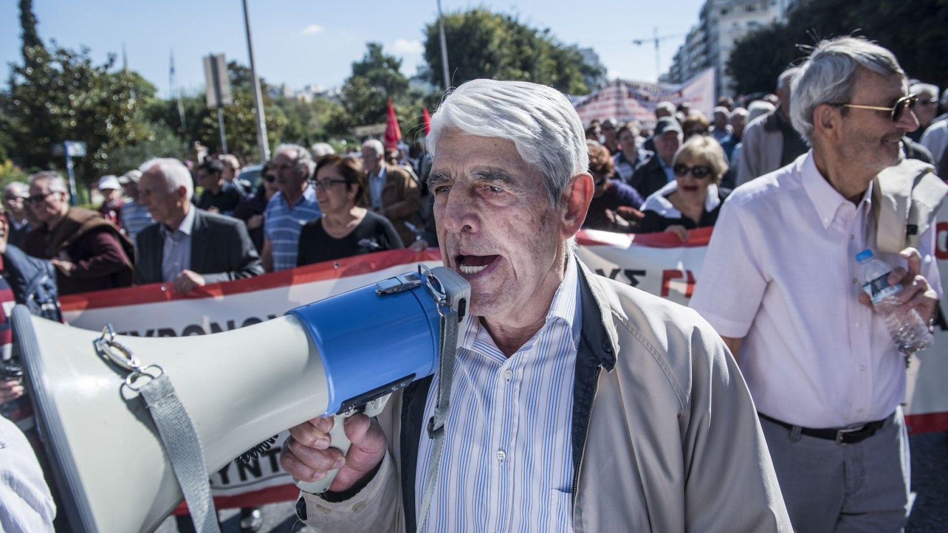 Гърците свили спестяванията с 33 млрд. евро за 6 г.