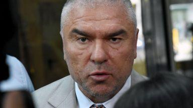 Марешки настоя за оставка на Каракачанов, Сидеров пламенно го защити