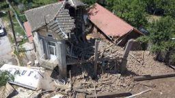 Вижте какво остана от две къщи, пометени от ТИР