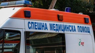 Шофьор удари паркирани коли и помете 6-годишно момче на тротоар