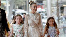 Сара Джесика Паркър на червения килим с дъщерите си (снимки)