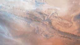 Полетете над Марс (видео)