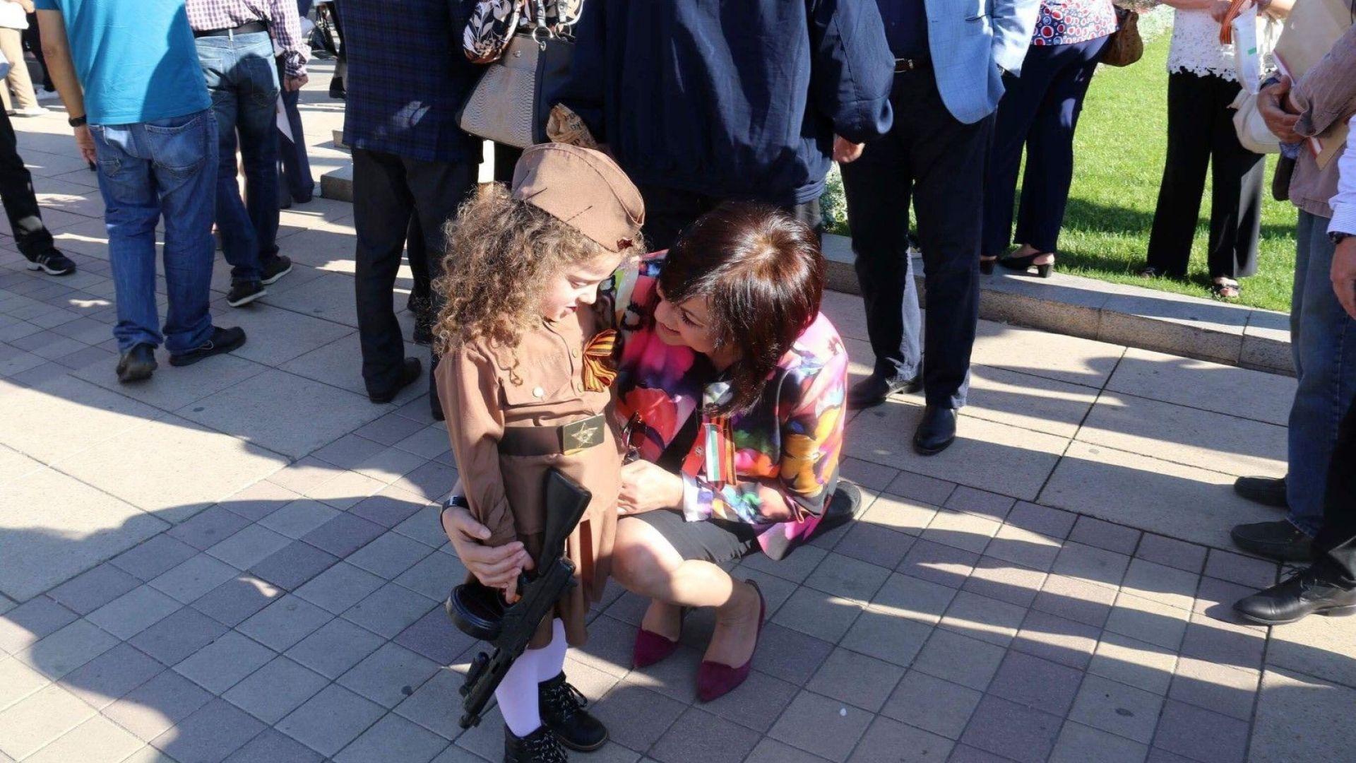 Корнелия Нинова на 9 май: Никога повече война! (снимки)