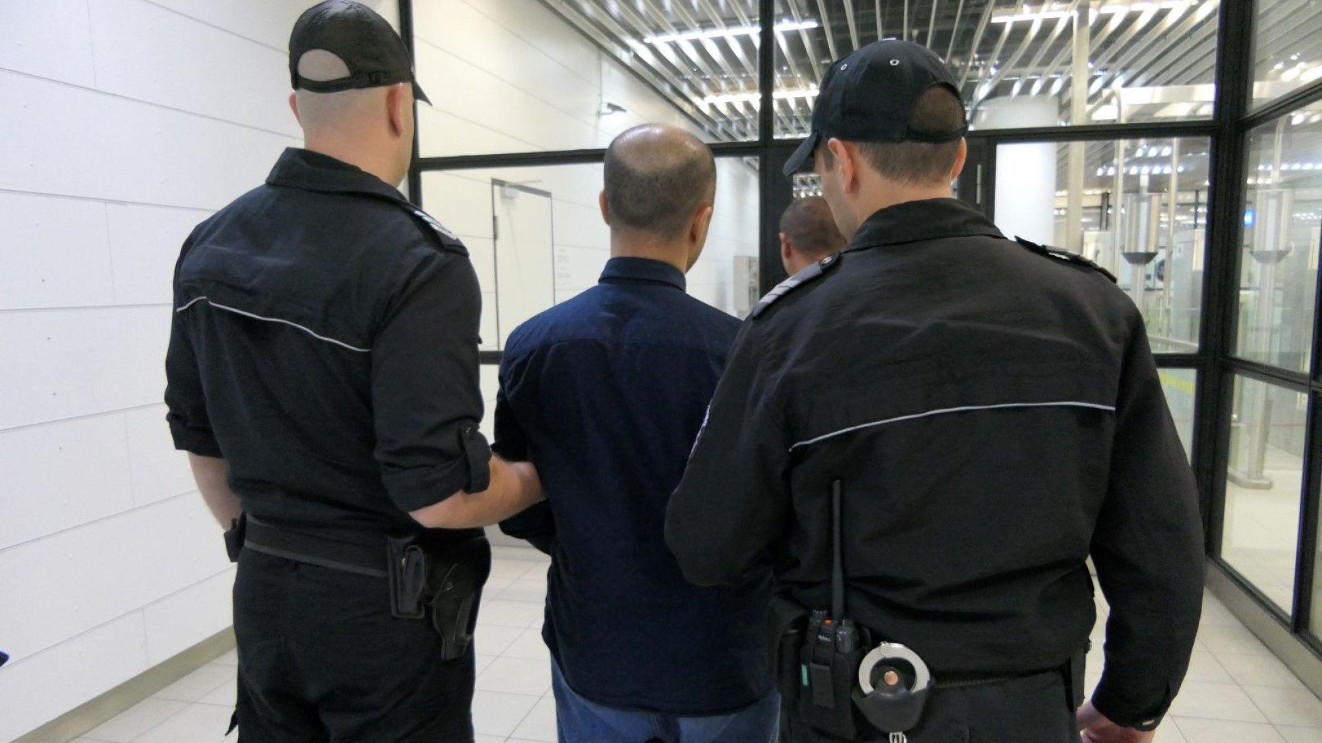 Екстрадираха от България мароканец, издирван за тероризъм