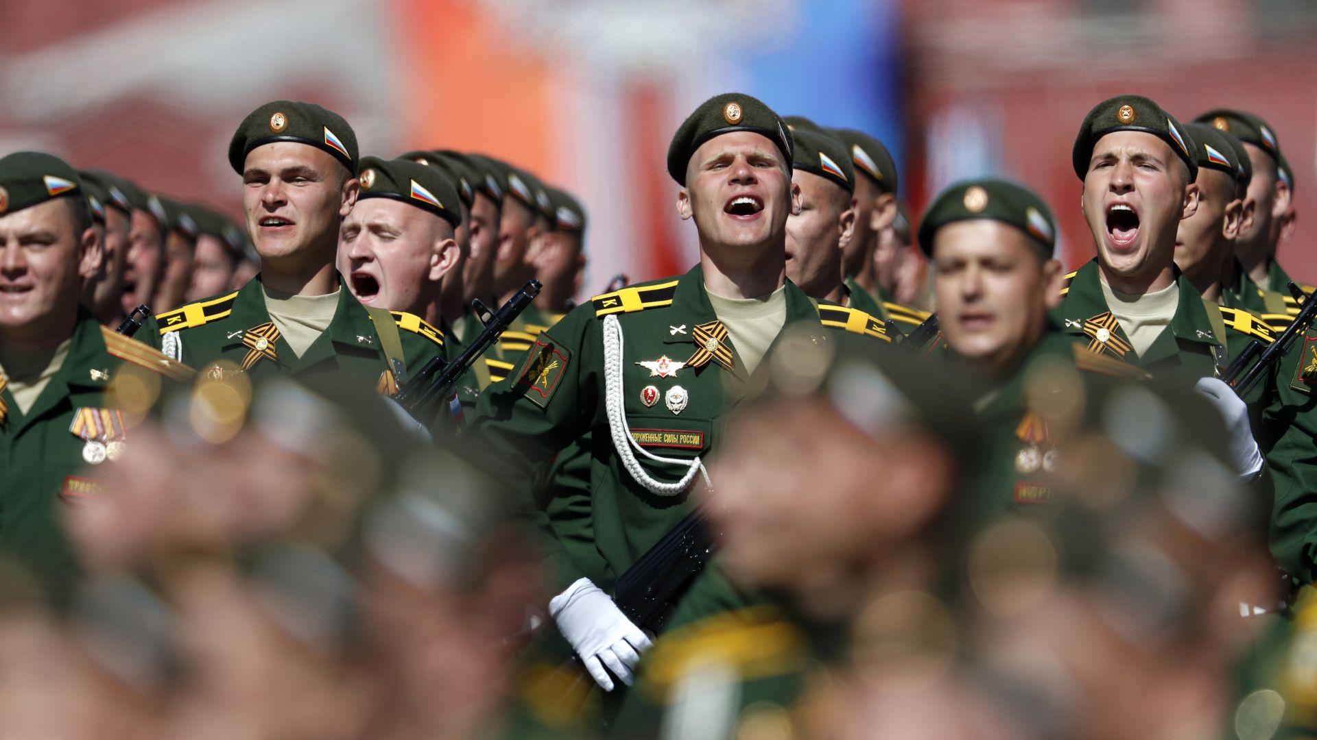 Военен рев превзе Москва за Парада на победата (видео)