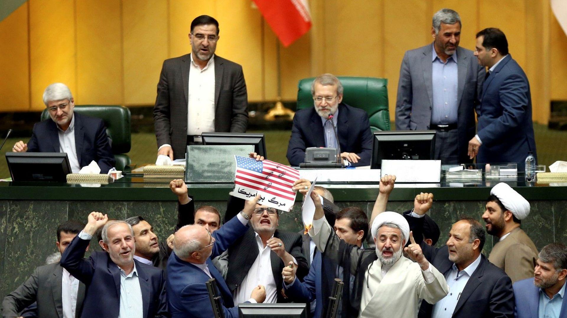 САЩ обявиха възстановяването на санкциите срещу Иран, 8 страни са освободени от тях