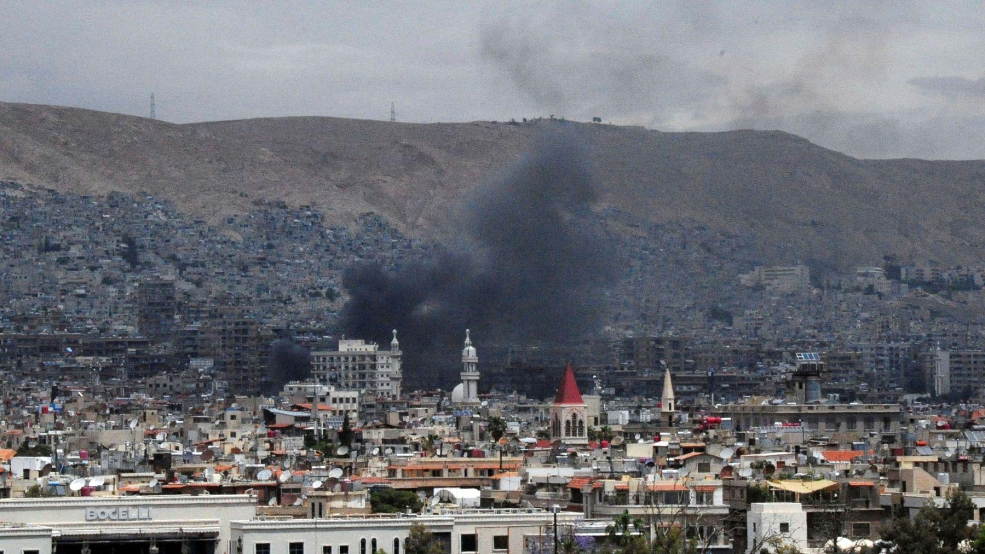 Израел удари ирански военни обекти в Сирия
