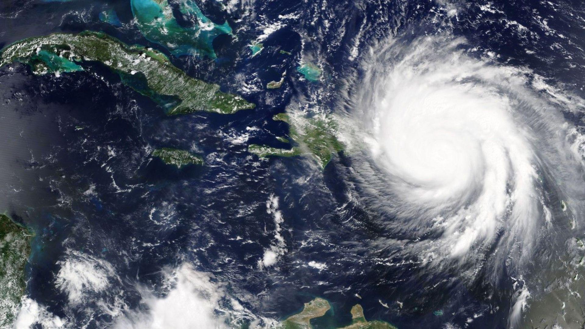 Учени предупреждават: Ураганите в Атлантическия океан стават все по-мощни