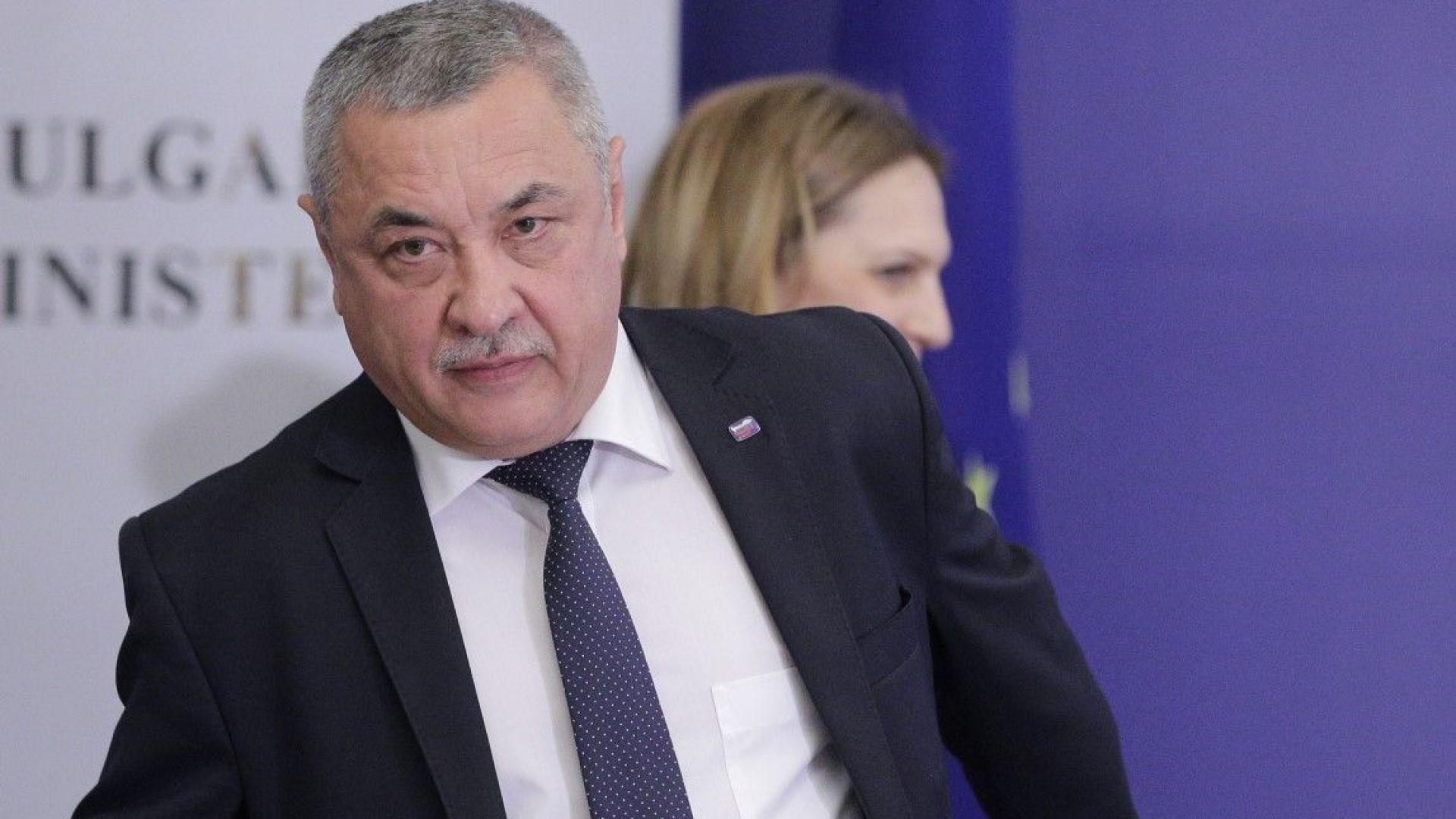 Симеонов ядосан: Борисов пожертва зам.-министър Димитрова