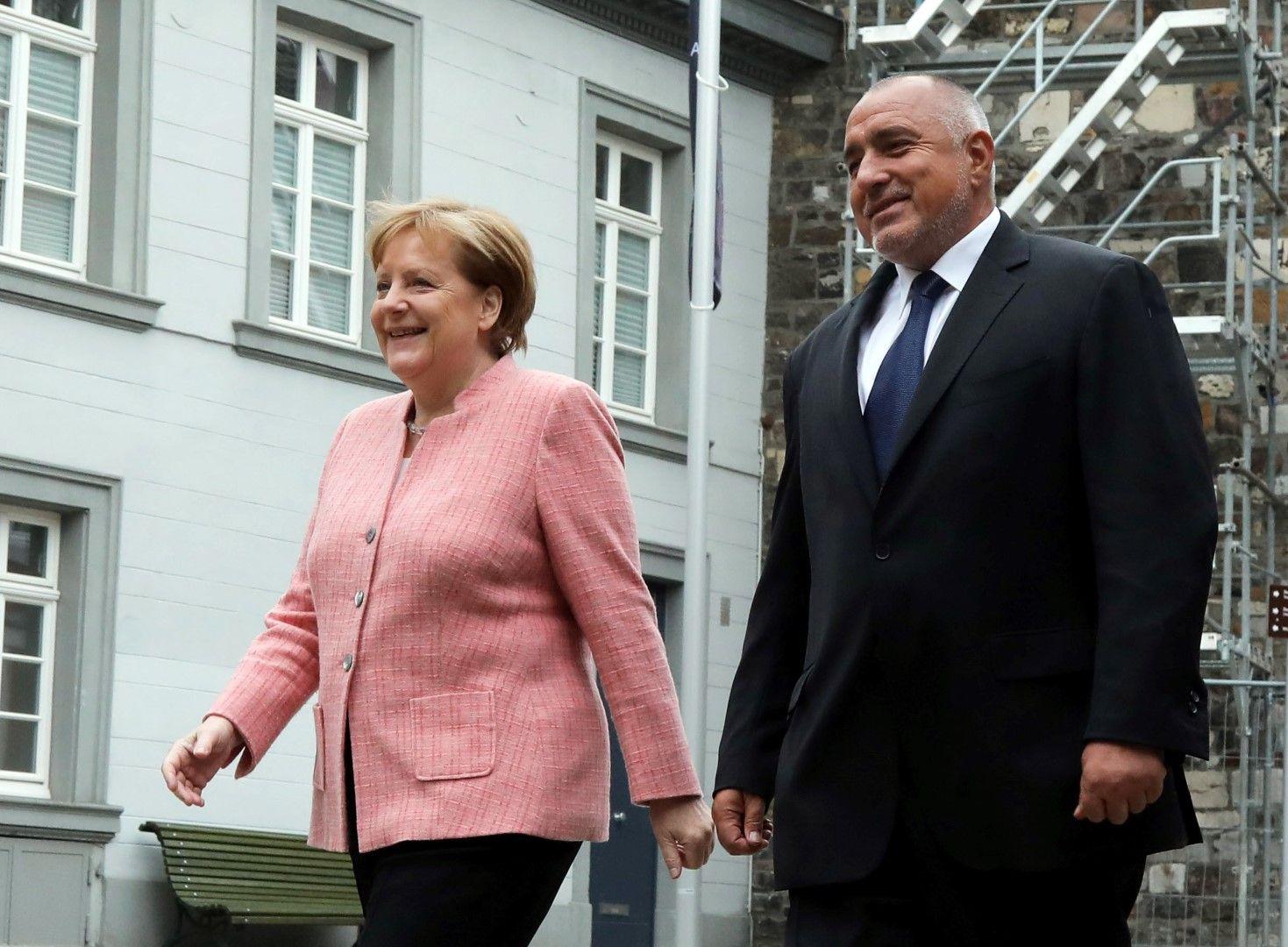 Германският канцлер и българският премиер вървяха един до друг