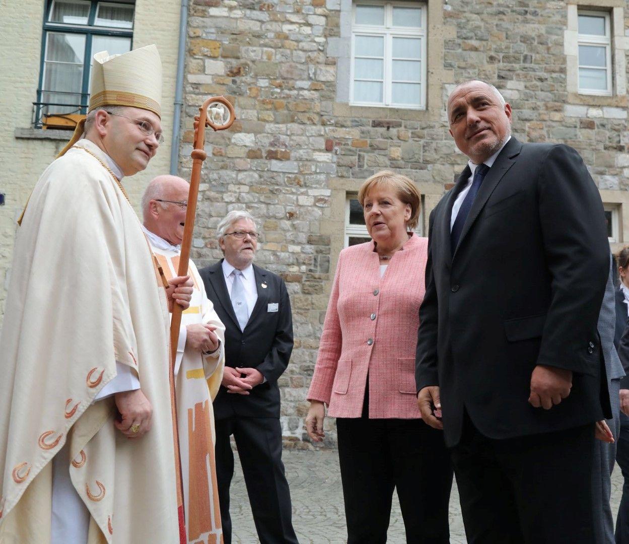 Борисов и Меркел в катедралата на Аахен