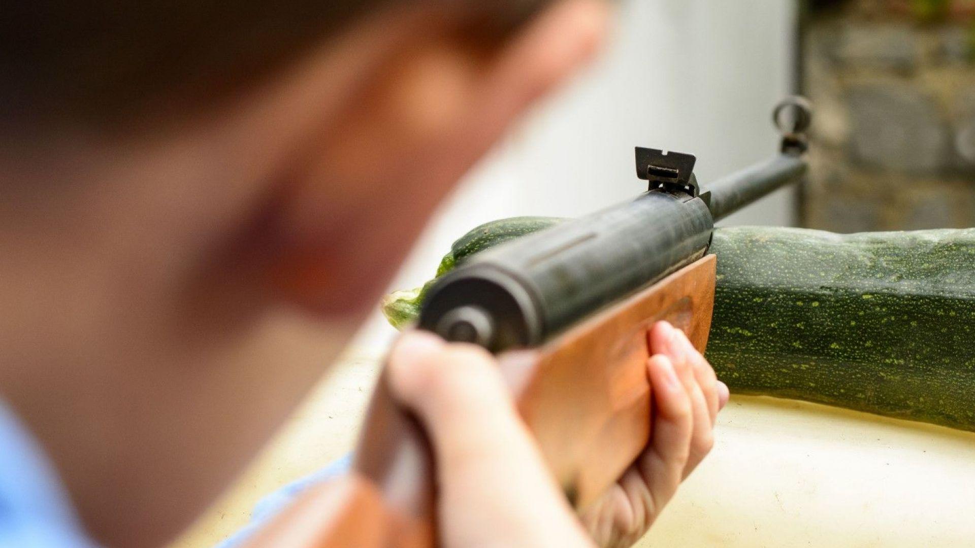 16-годишен простреля връстник в шията