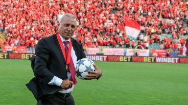 Стоичков към феновете за рождения ден на ЦСКА: Подкрепяйте свещените четири букви