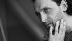 """Иван Юруков представя  """"Пилето, което казва ку"""" на сцената на """"Сълза и смях"""""""
