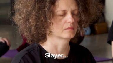 Йога за почитатели на метъла (видео)