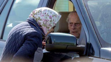 Принц Филип се появи за първи път след операцията (снимки)