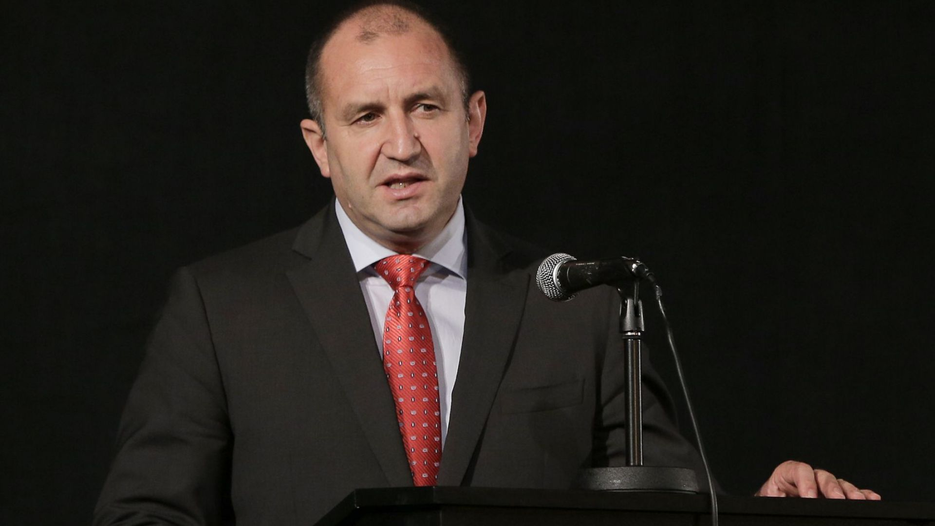 Радев: Премиерът има две позиции за Унгария - за пред България, и за пред ЕС