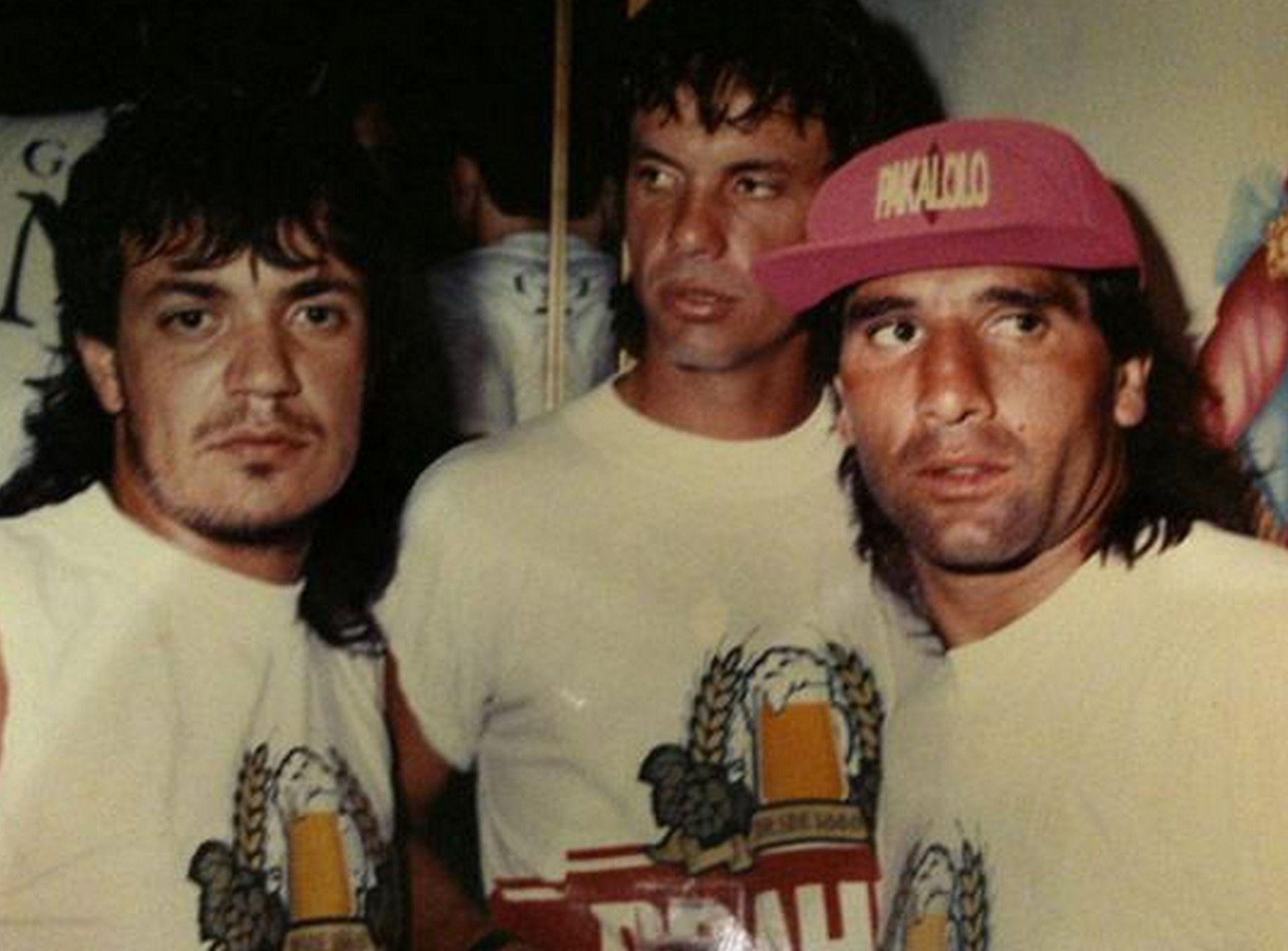 Героят на историята (вляво) с истинската звезда Ренато Гаучо (в средата) - приликата е очевидна.