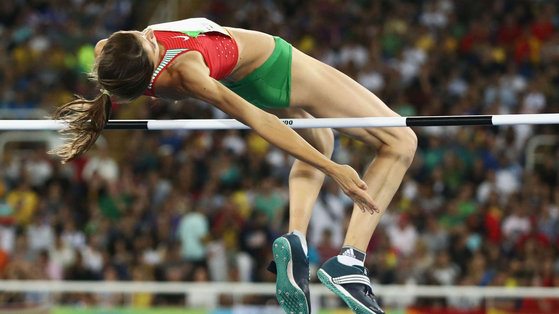 Демирева отново е шампион, атакува и двата метра