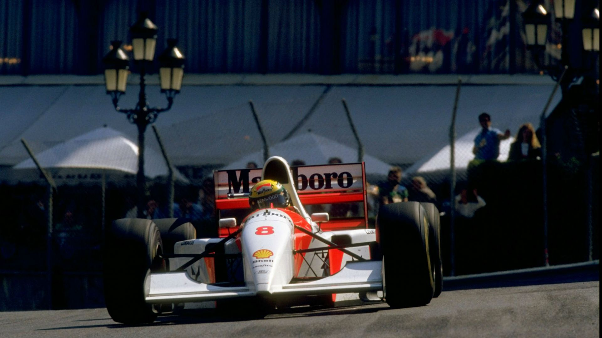 "Бивш шеф на ""Формула 1"" купи болида на Айртон Сена"