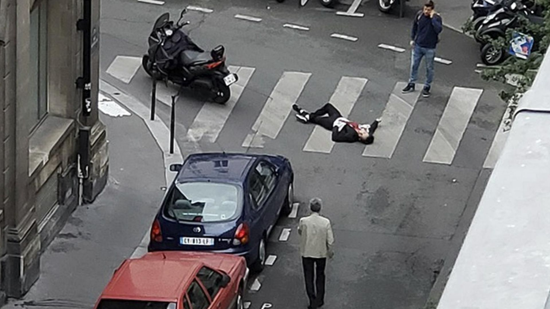 Името на парижкия терорист от чеченски произход е Хамзат Азимов