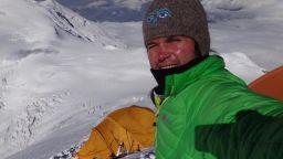 Скатов не получи разрешение да изкачва сам Еверест