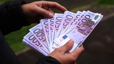 Възрастно семейство даде 40 000 евро на измамници