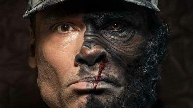 Фотограф показва войници, които визуално приличат на зверове
